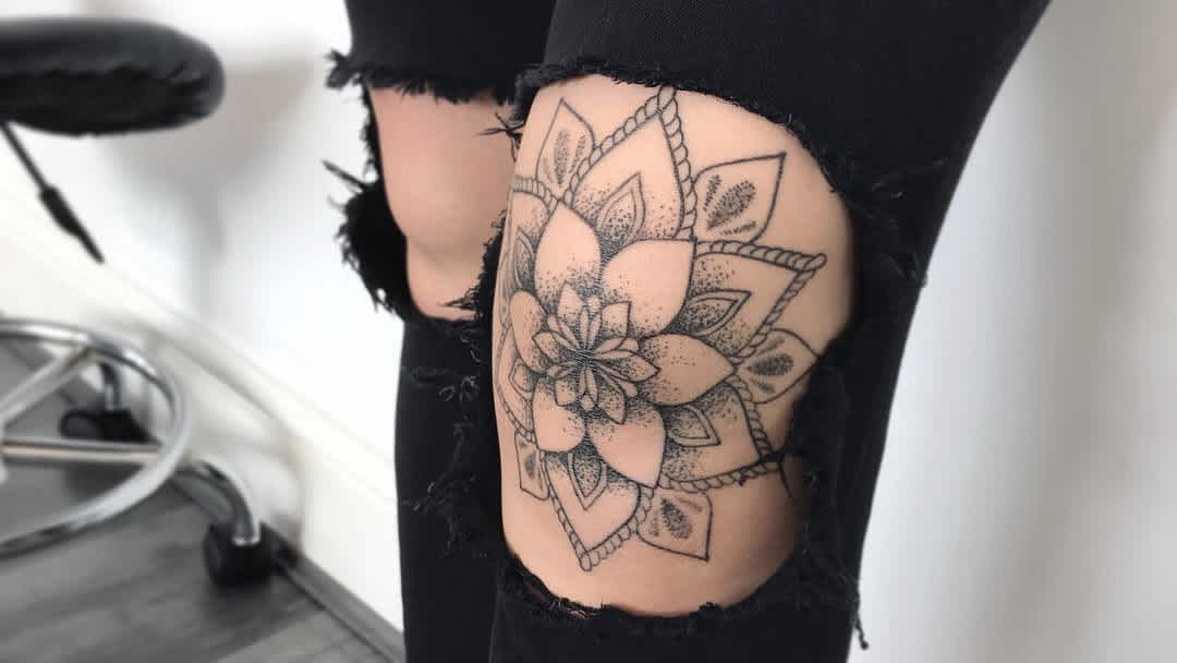 Planning to Get a Tattoo at the Knee? Here are the Facts You Should Know