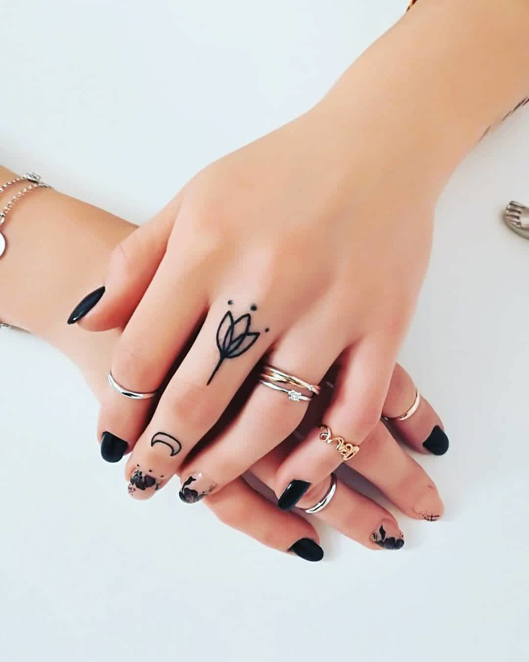 Tatuaje De Loto Pequeño