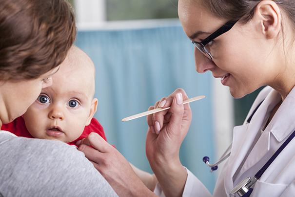 Visita pediátrica: control del bebé de 2 meses