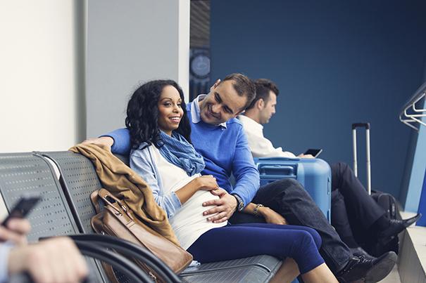 Tips para viajar en avión durante el embarazo