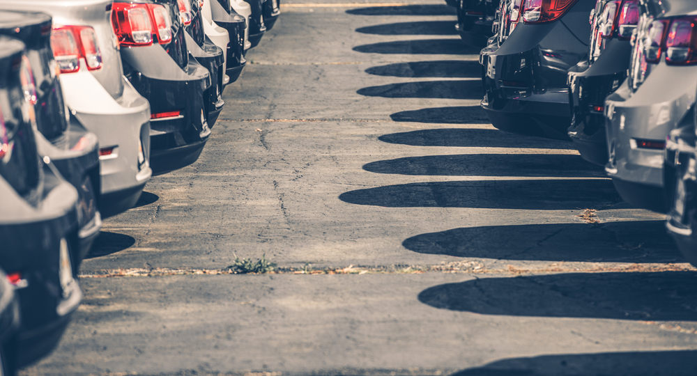 pares chocs de voitures alignés