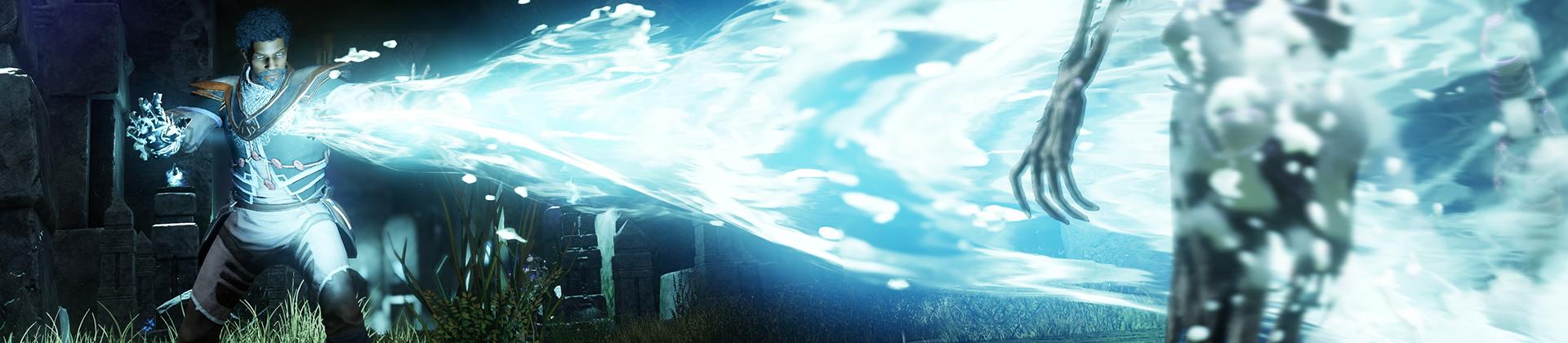 Ein Screenshot von New World, in der ein Charakter mit der neuen Eisstulpe einen weißblauen Froststrahl auf einen Skelettgegner schießt.