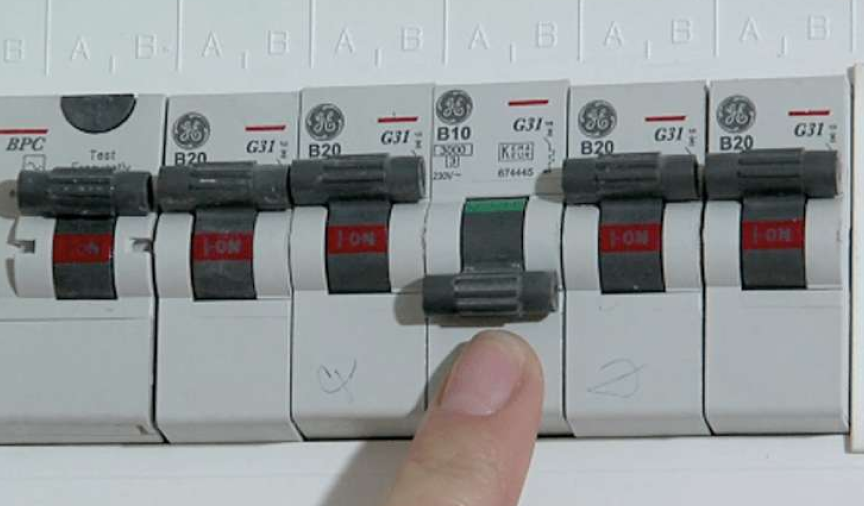 What is a mains fuse box? | What is a fuse board? | HometreeHometree