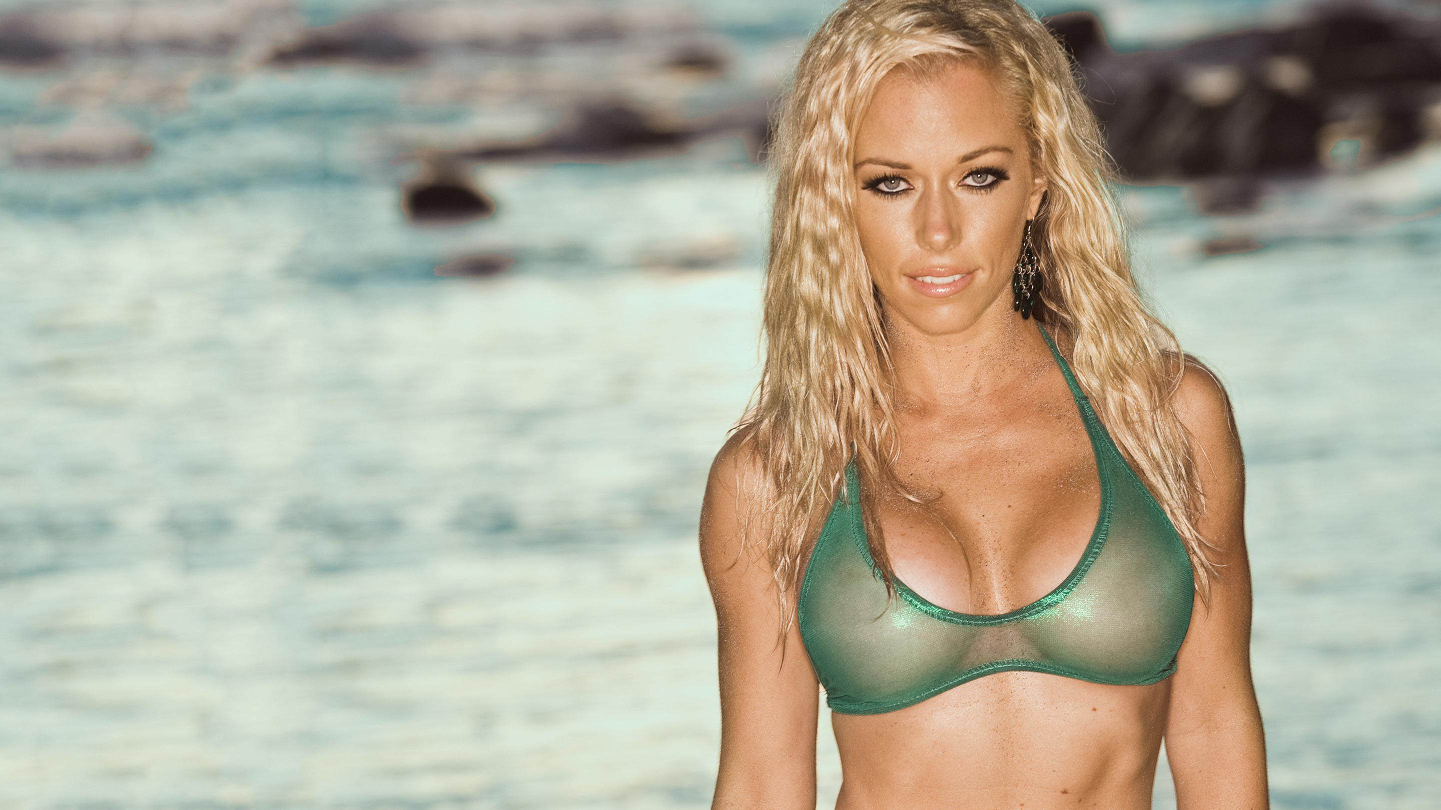 Pictures of kendra wilkinson naked
