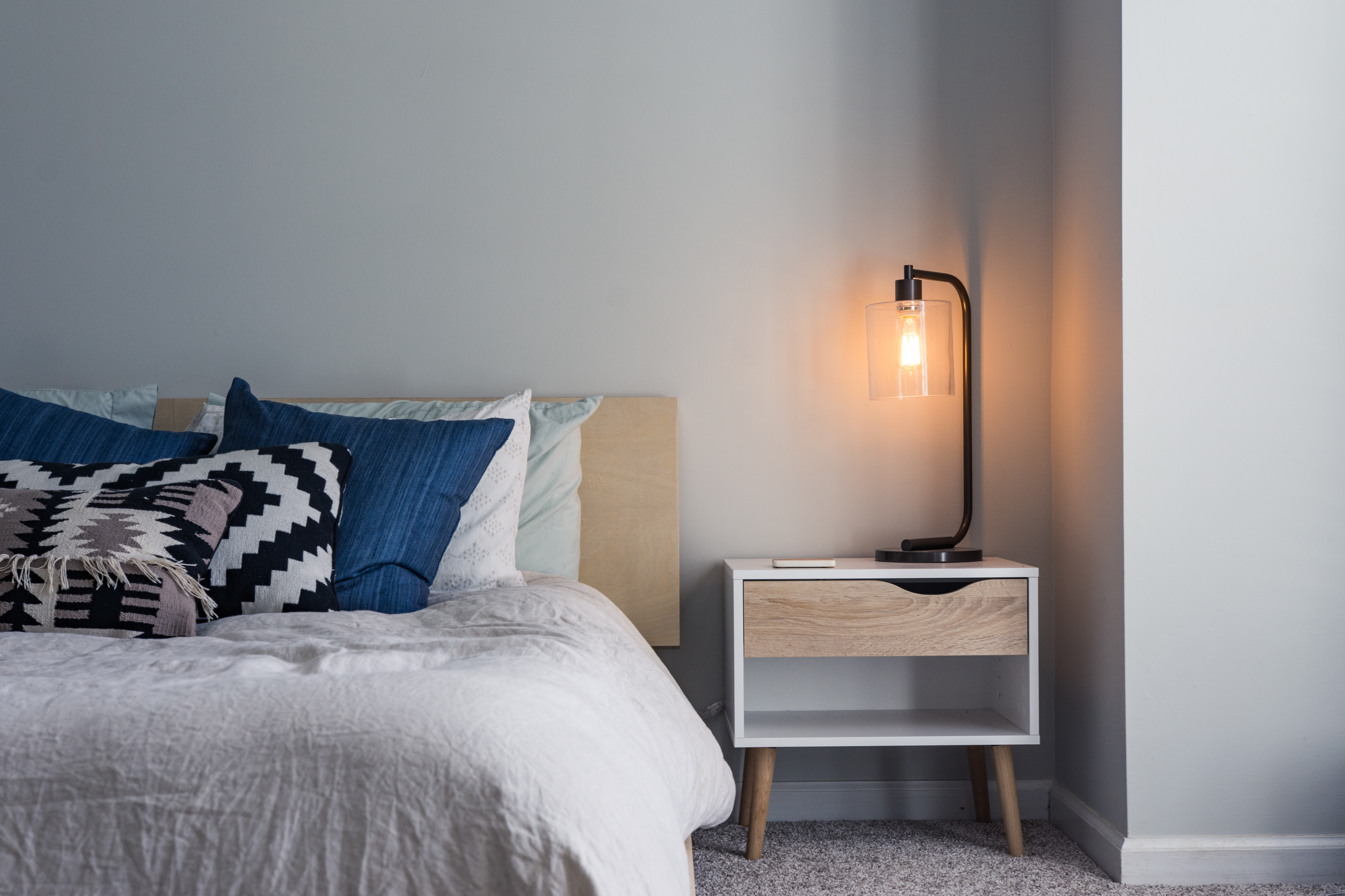 14 Ways To Make A Small Bedroom Look Bigger