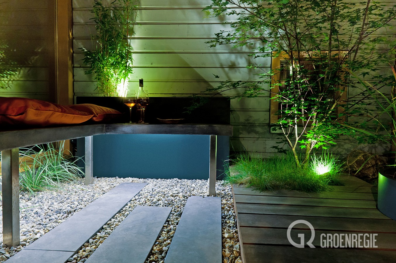 Ontwerpen en aanleggen van moderne en natuurlijke tuinen in Leiden , waarbij een evenwichtig design de basis is.