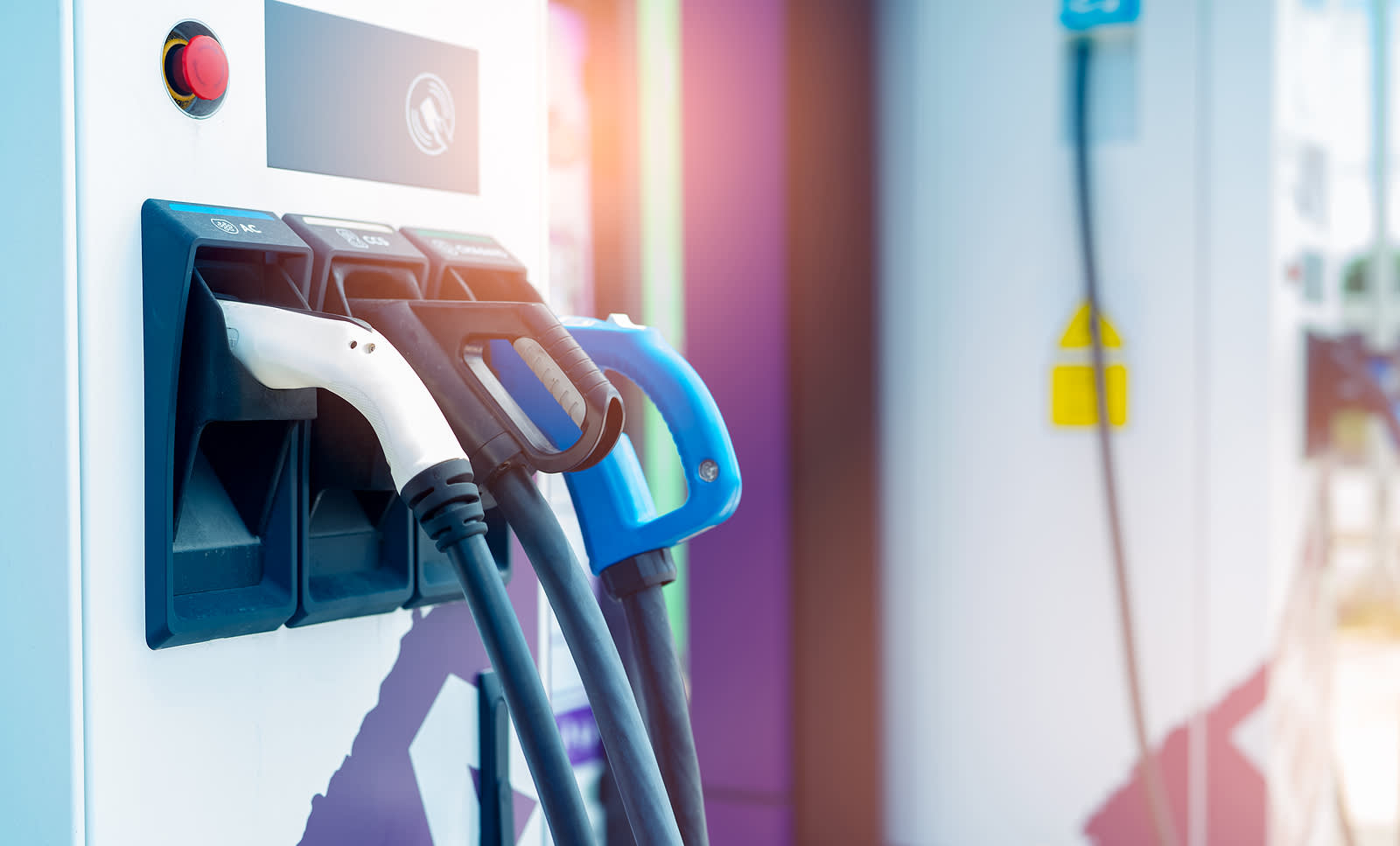 What's better for business: pure EV or hybrid fleets?