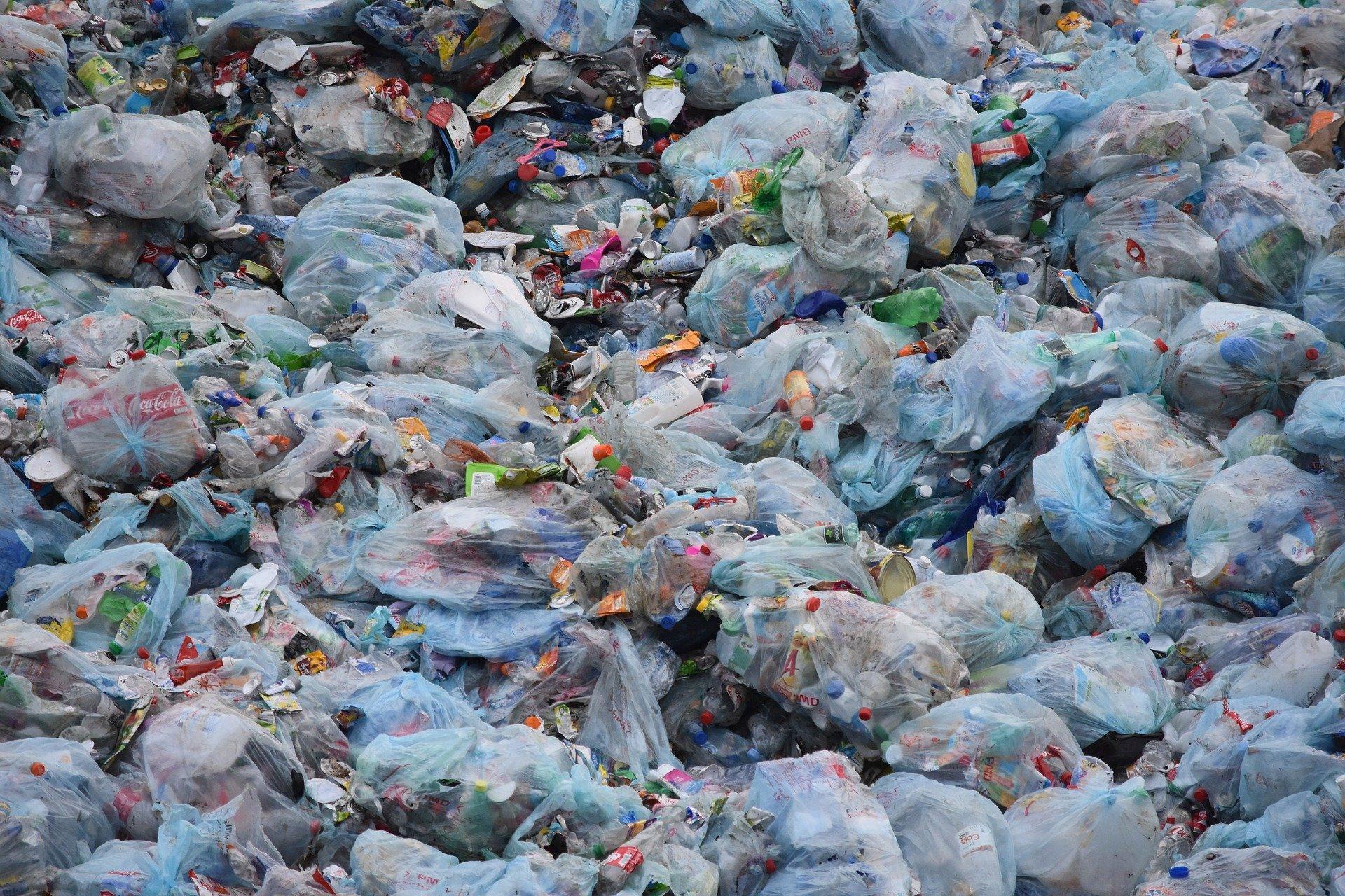 Noworodek znaleziony na wysypisku śmieci