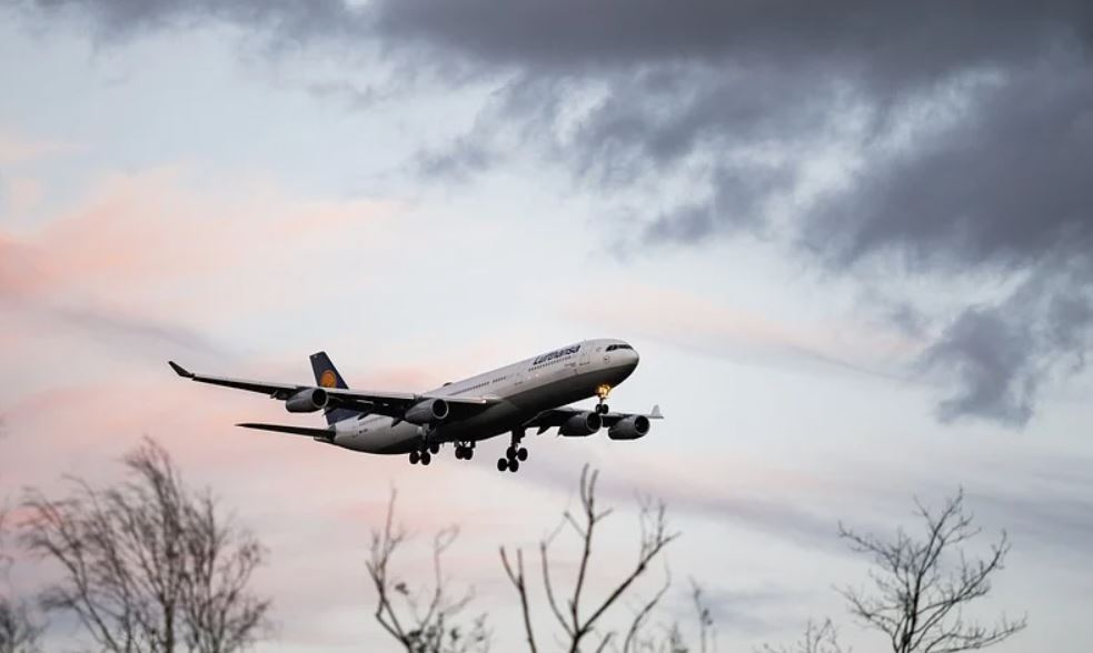 Burza zniszczyła samolot