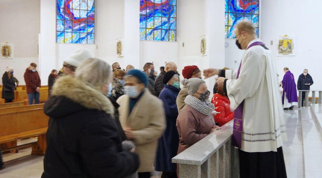 Kościół znacznie przekroczył limit wiernych