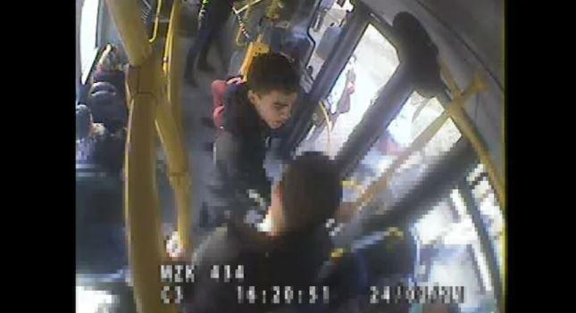 Policja udostępniła nagranie z autobusu
