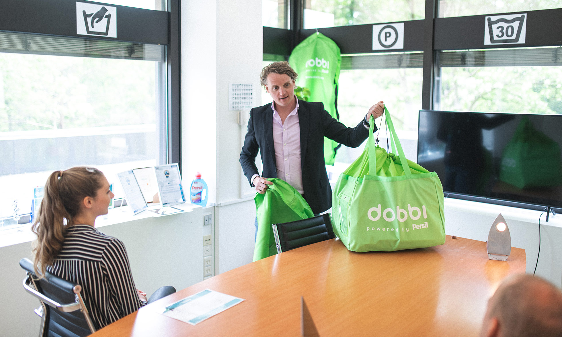 Dobbi founder Maurits Tiethoff presenting his washing bag