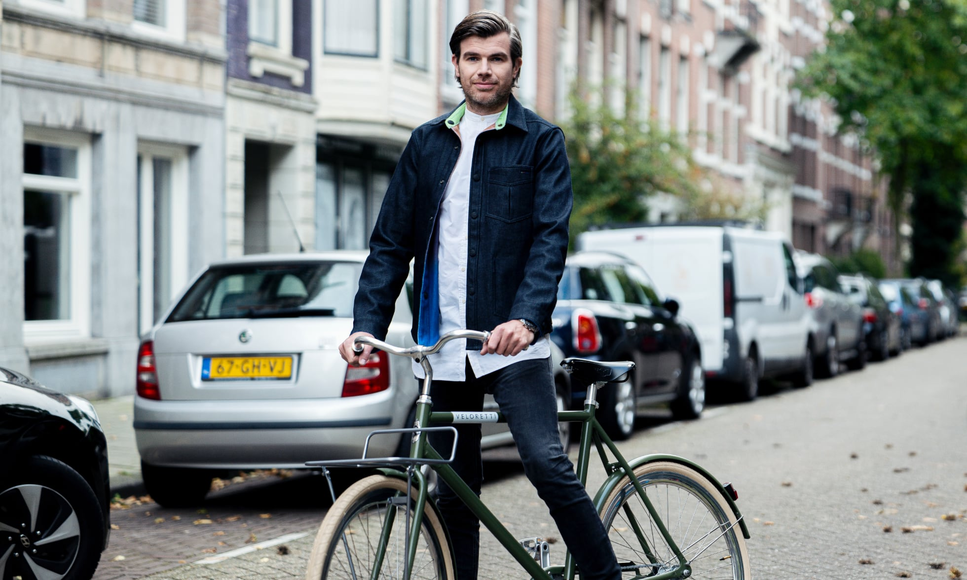 Ferry Zonder posing with a Veloretti Bicycle