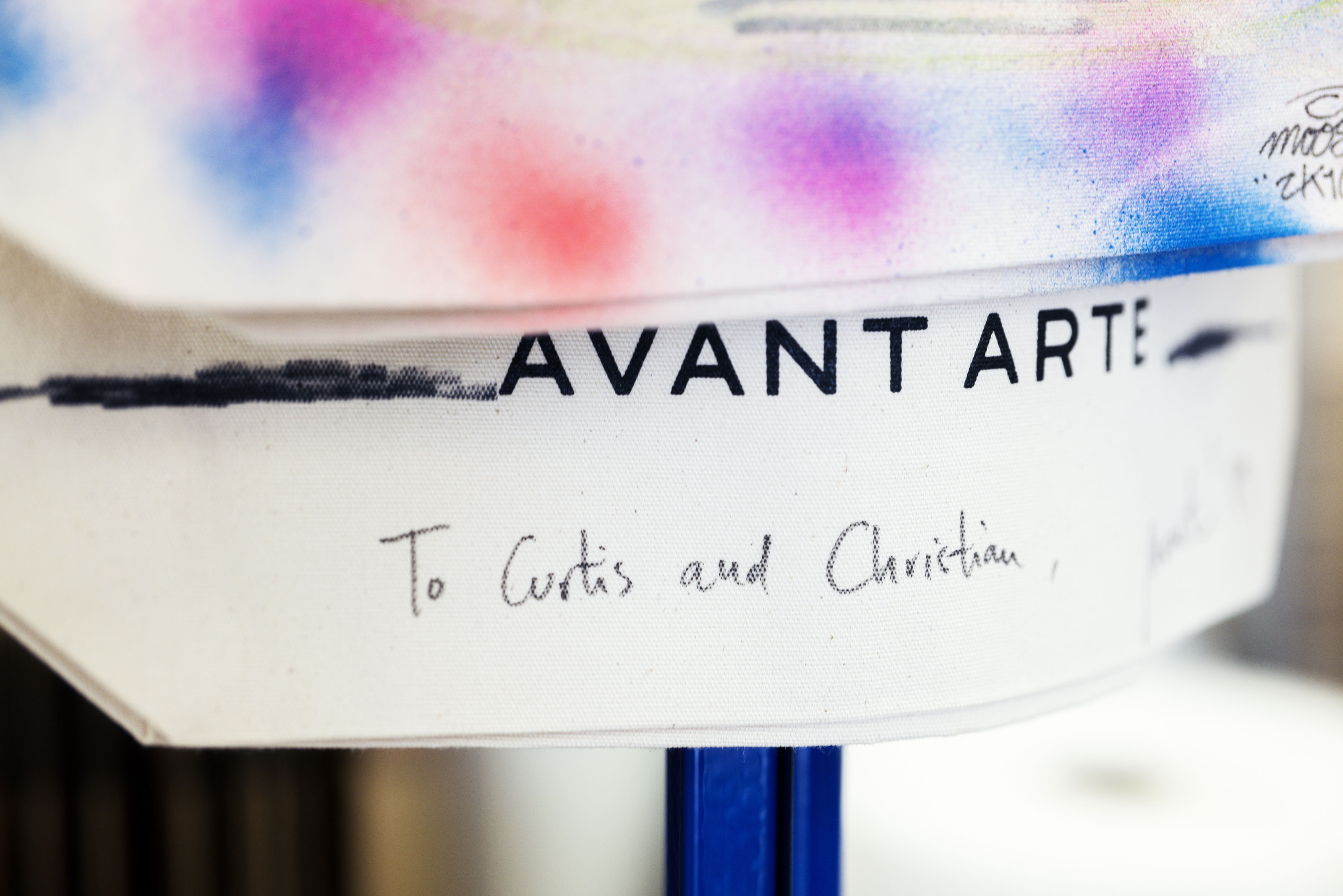 Avant Arte schilderen label To Curtis and Christian