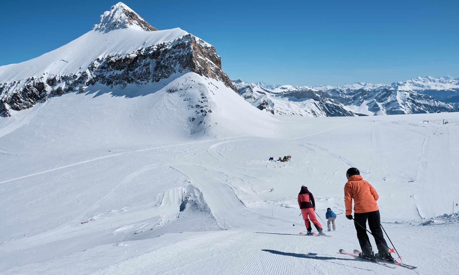 Ski on the Glacier 3000 facing the Becca d'Audon - Les Diablerets - Winter