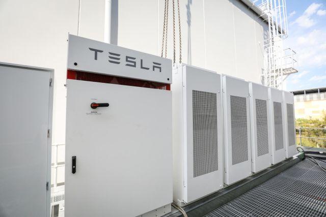 Tesla battery at the Alexandra Canal depot