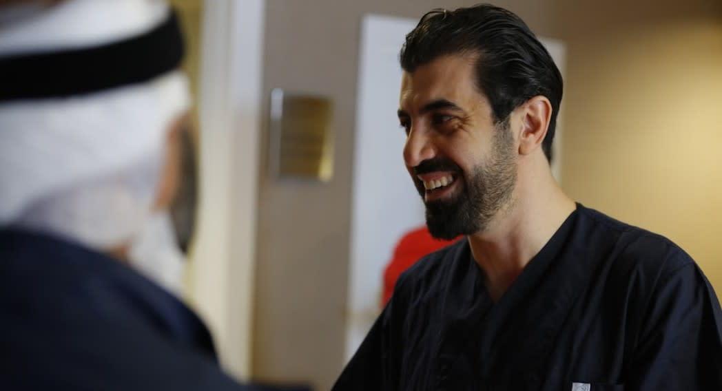 Dott. Emrah Cinik - rinomato specialista in trapianto di capelli in Turchia