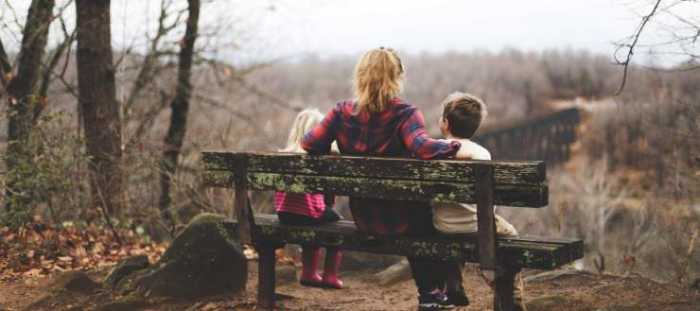mum-and-kids-on-park-bench