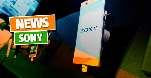 Auslage mit verschiedenen Sony-Smartphones.