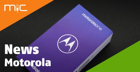 Box mit einem Motorola-Smartphone darin.