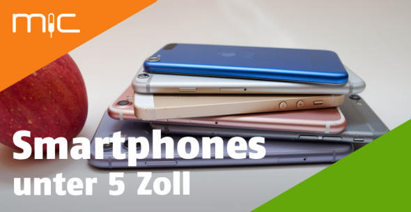 Mehrere übereinandergestapelte Smartphones