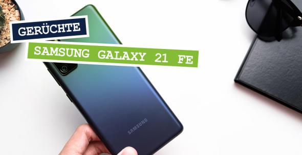 Eine Hand hält ein grün-schwarzes Samsung-Handy.