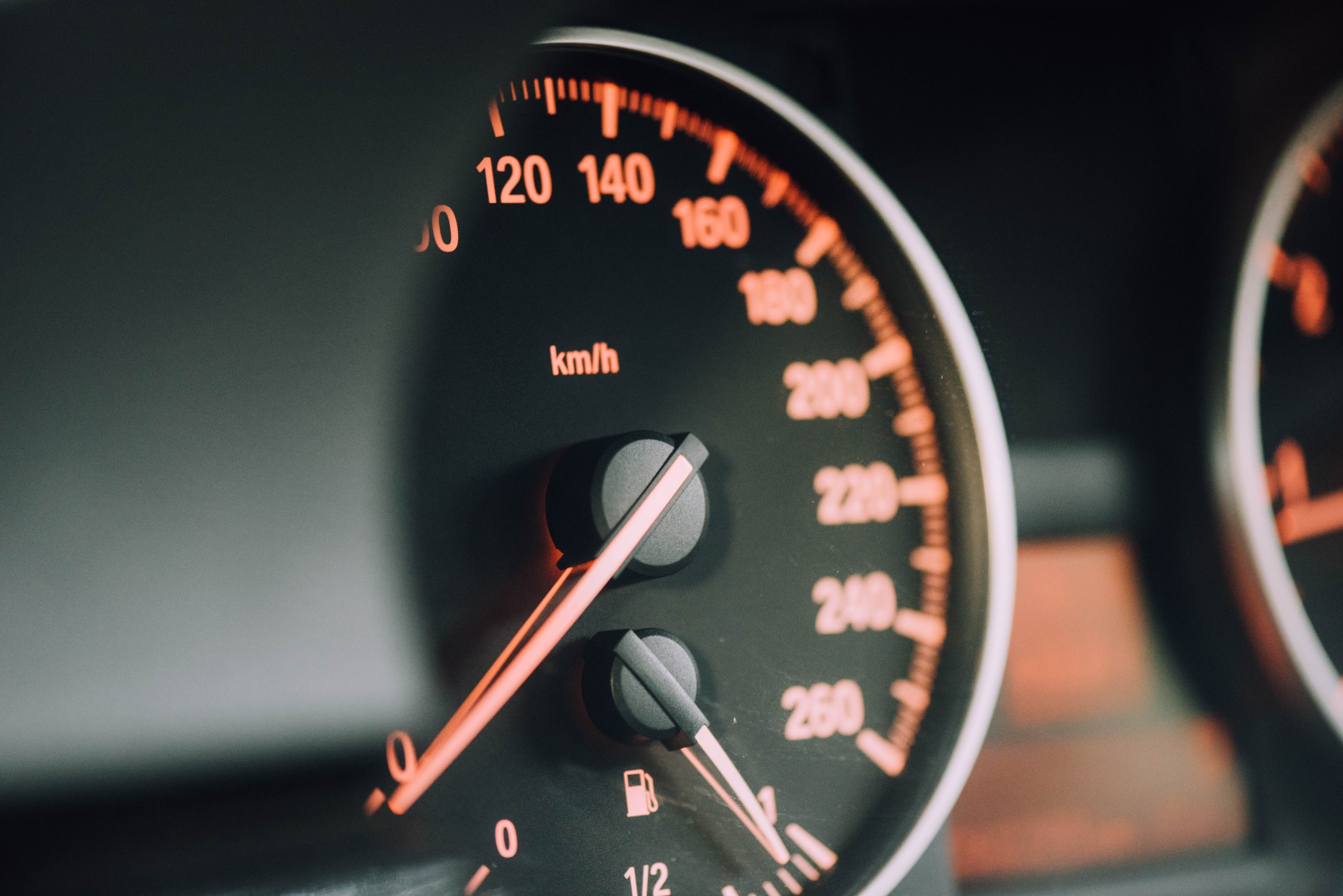 speedometer-business-traveling-with-radiuz