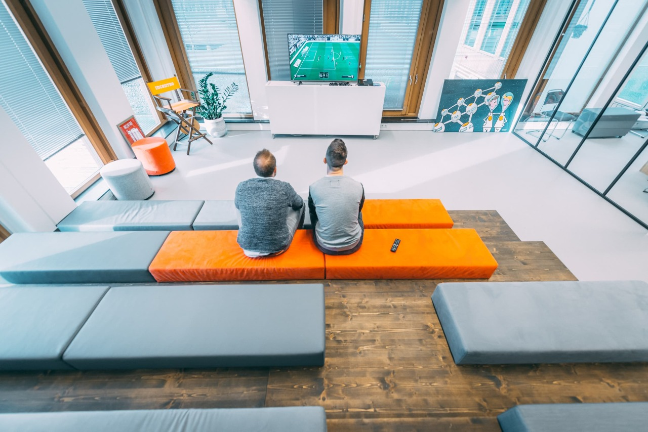 incentro-office-two-guys-sitting