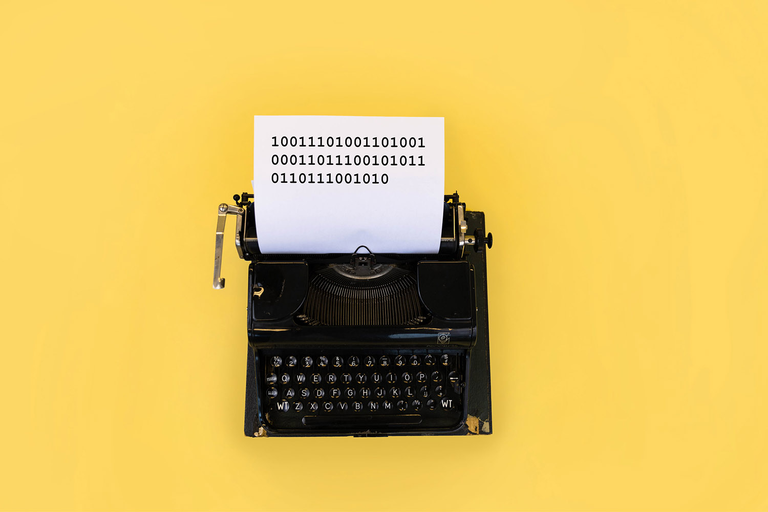 typewriter-incentro-yellow-background