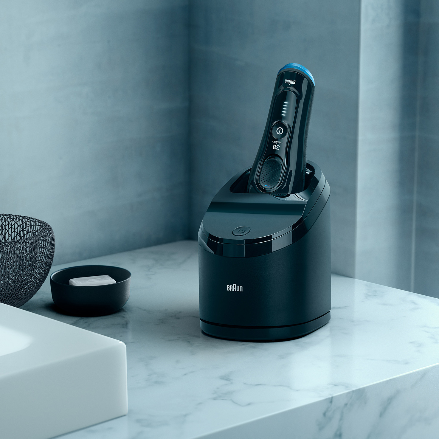 Series 8 8385cc shaver in Clean & Charge station