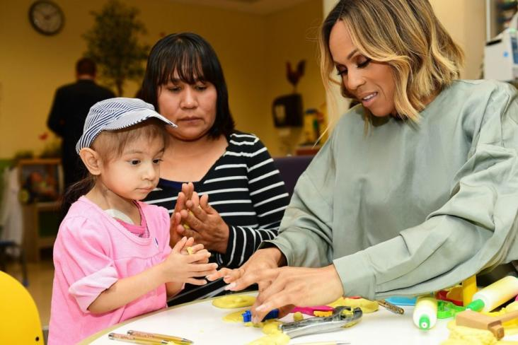 GENESIS AND DEBORAH COX PLAY TOGETHER WITH PLAY DOH.