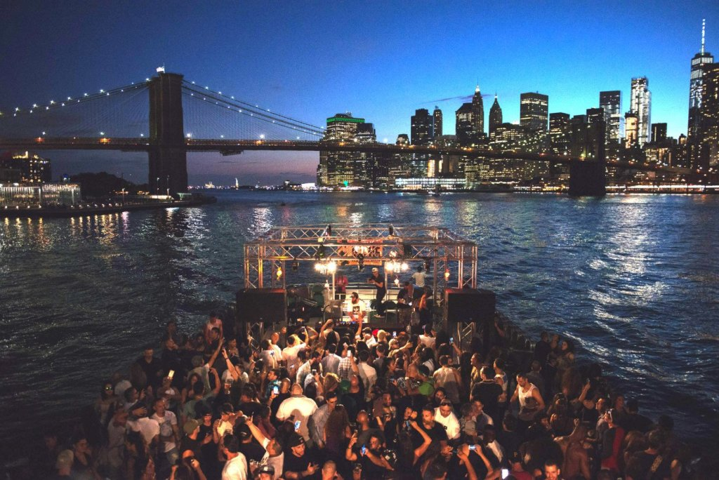 circle line sightseeing cruises nyc guided boat tours of new york