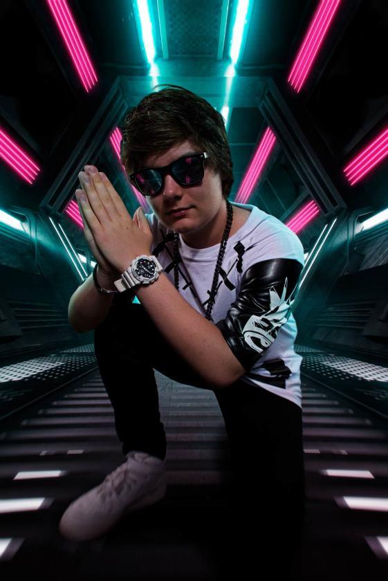 Dion Timmer photo wearing sunglasses
