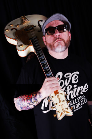 Everlast portrait with guitar