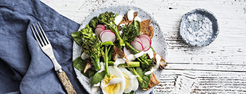 Salaatit ja lisäkkeet pääsiäispöytään