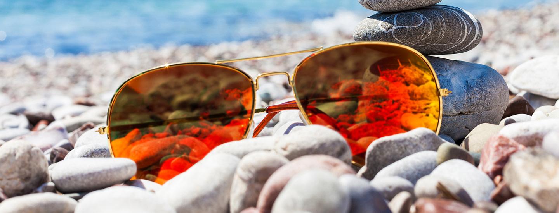 Pue silmäsi kevääseen - aurinkolasit 100 % UV-suojalla