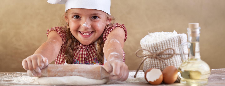 Näin onnistut: Kananmunan valkuaisen ja keltuaisen erottelu