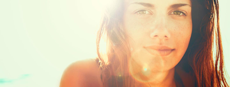 Miten suojautua auringon UV-säteiden aiheuttamalta ihon vanhenemiselta?