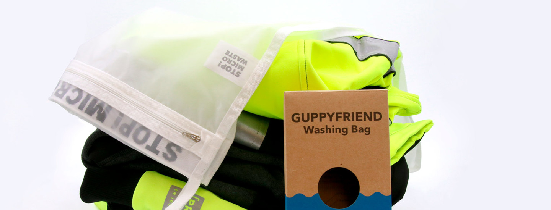 Guppyfriend-pesupussi suodattaa mikromuovin