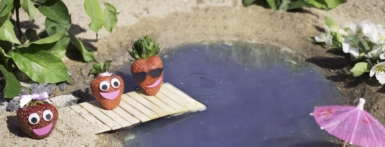 Lasten makusatu: Mansikat uimaretkellä