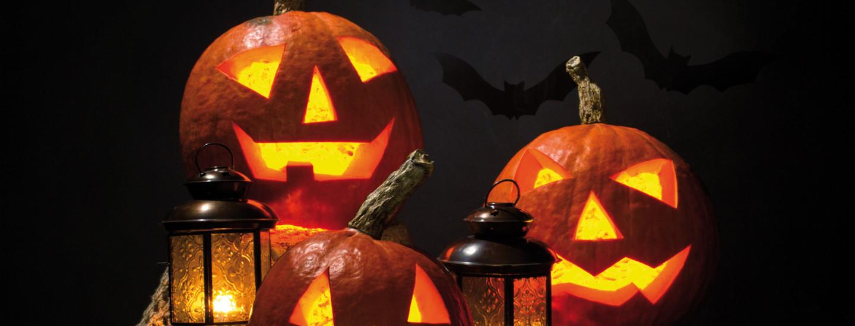 Halloween-asut ja koristeet