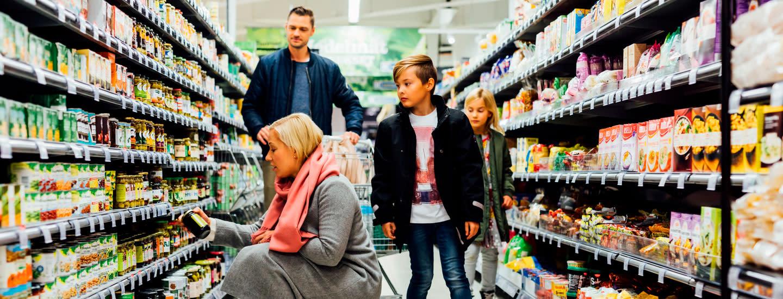 """""""Tavaraa kulkee kauppoihin ja hyllyjä täydennetään"""" - tietoa kauppojen toiminnasta poikkeustilanteessa"""