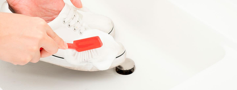 Kenkien ja lenkkareiden pesu