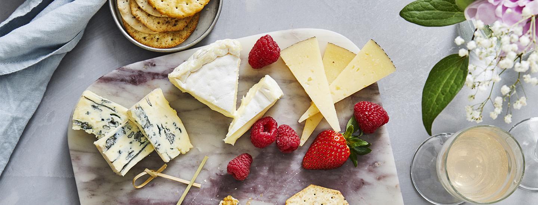 Millaisia juustoja teillä päin syödään?