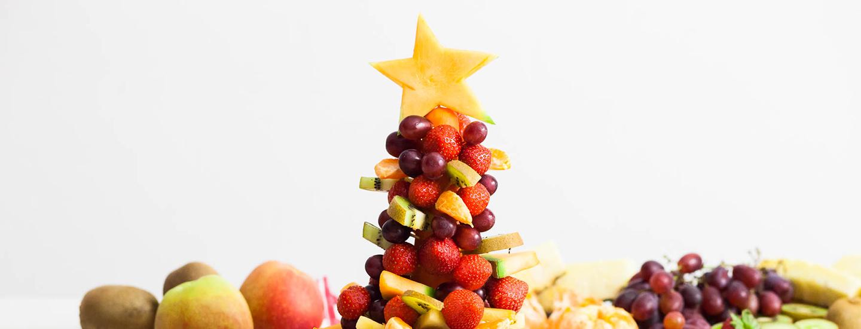 Syötävä hedelmäkuusi – kaunista naposteltavaa pikkujouluihin