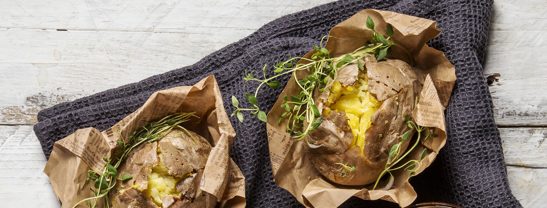 Lämpimän maukas herkku, tuhti uuniperuna tai -bataatti
