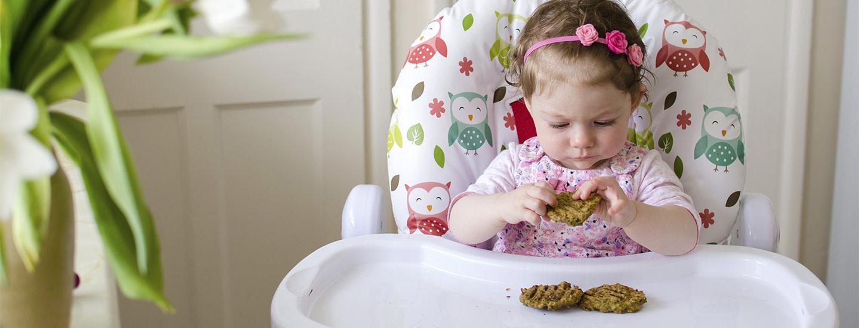 Sormiruokailu – näin vauva oppii ruoasta turvallisesti