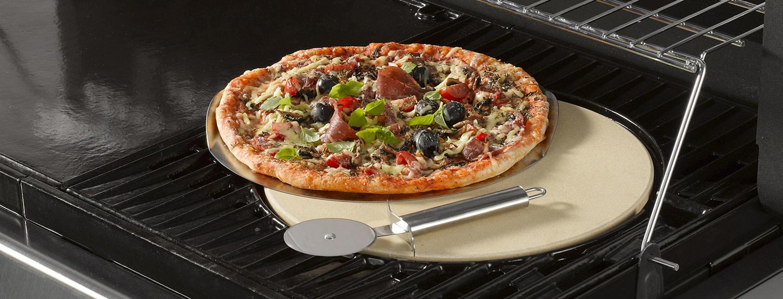 Rapea pizza pizzakiveä käyttämällä