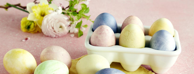 Värjää kananmuna luonnollisesti