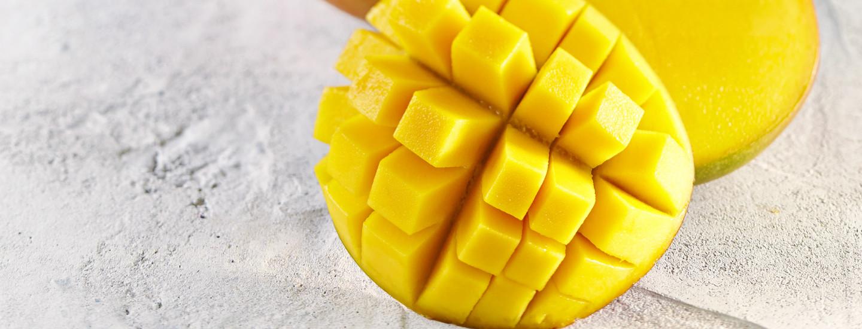 Näin onnistut: Mangon leikkaaminen kuutioiksi